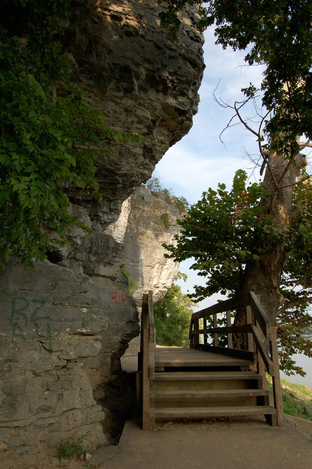 11_caveinrock_walk